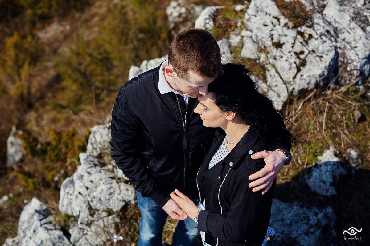 Zaufanie i komunikacja - kluczem do udanej, fotograficznej sesji ślubnej.
